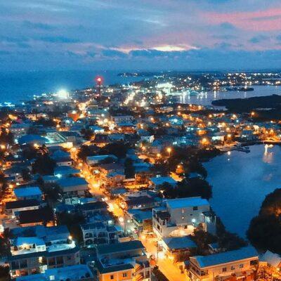 Después de ser certificados médicamente, 50 pasajeros europeos que fueron rechazados por Belice serán regresados, vía marítima a Chetumal
