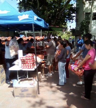Distribuyen pan en calles de Cancún y se forman largas colas