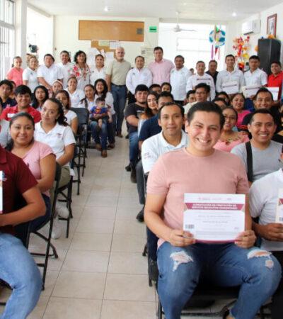 Entregan constancias de acreditación a exfiguras educativas de Conafe en Puerto Morelos