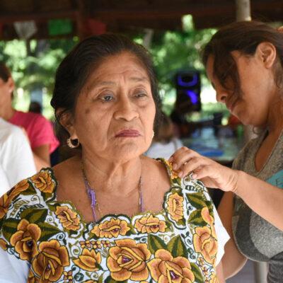 Ofrecen terapias de regeneración celular para abuelitos de Puerto Morelos