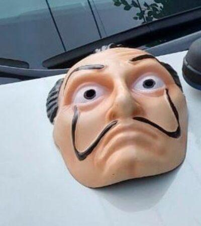 FOTOS | Atracan con máscaras de Dalí, como en la serie 'La Casa de Papel'…