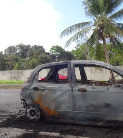 Incendian otros dos autos en Chetumal
