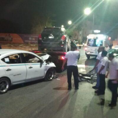 Chocan dos taxis en Playa del Carmen; un conductor iba ebrio