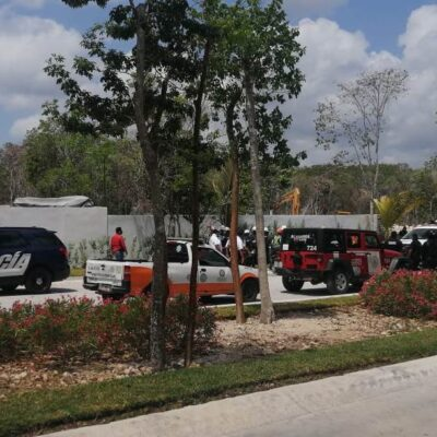 SE CALIENTAN ÁNIMOS POR CONTINGENCIA Y PÉRDIDA DE TRABAJO: Agreden albañiles a funcionarios que acudieron a clausurar obra en Playa del Carmen