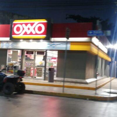Asaltan dos tiendas Oxxo en Playa del Carmen