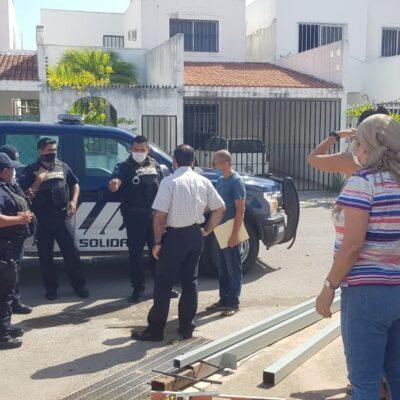 NUEVO CASO DE ABUSO DE LOS POLICÍAS DE LAURA BERISTAÍN: Detienen y golpean a un menor de edad y a otros cuando vecinos trataban de cerrar una calle cansados de la inseguridad en el fraccionamiento Bosque Real de Playa del Carmen
