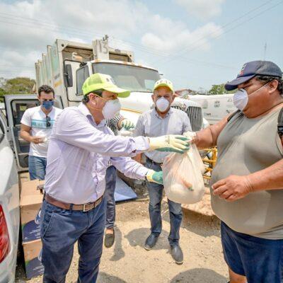 Entregan autoridades e Iniciativa Privada 140 despensas para empleados de Servicios Públicos en Tulum