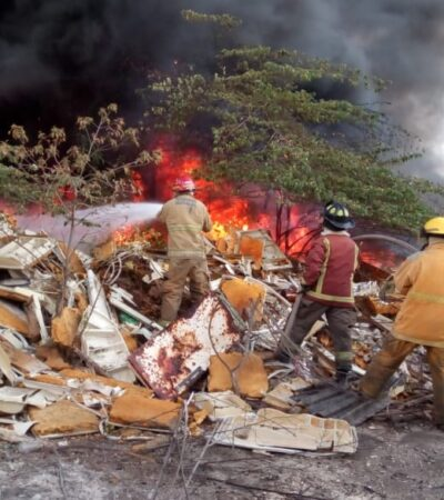 Se quema depósito de chatarra de hotel afuera de Cancún