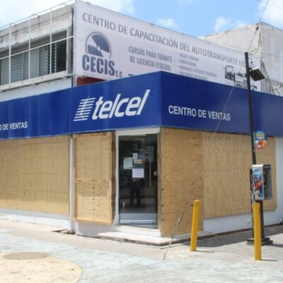 Refuerzan seguridad de locales en plazas comerciales de Cancún por temor a saqueo