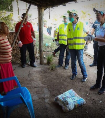 Encabeza Laura Fernández entrega de despensas para habitantes de Leona Vicario