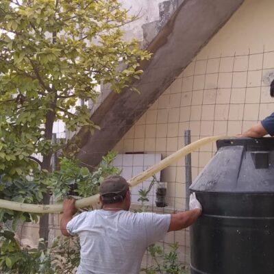 Reparten agua potable en pipas en 11 colonias irregulares de Cancún
