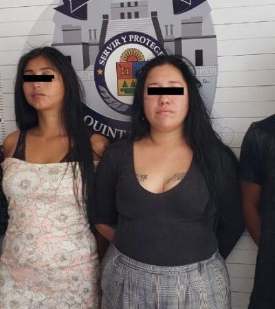 Detienen a dos hombres y dos mujeres en taxi robado en Cancún