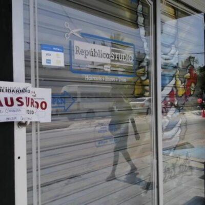 """LES CAYÓ LA 'VOLADORA': Tesorería clausura comercios """"no esenciales"""" por no acatar la orden de cierre durante la contingencia sanitaria en Playa del Carmen"""