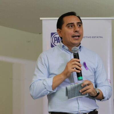 Gira de AMLO es motivada por caída en índices de aprobación, según dirigente panista
