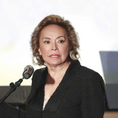 Elba Esther Gordillo felicita con video a maestros de México