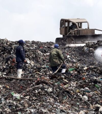 Sofocan más de la mitad del incendio en el basurero de Chetumal