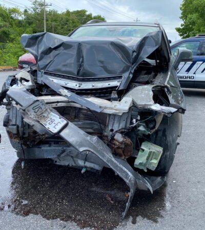 Automovilista destroza su camioneta en Playa del Carmen