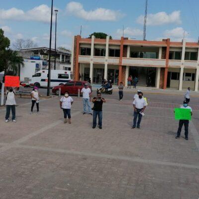 """""""YO NO QUERÍA SALIR, PERO LA SEQ ME OBLIGÓ A VENIR"""": En plena contingencia, protestan maestros en FCP contra proceso de la Secretaría de Educación de cambio de centros de trabajo"""