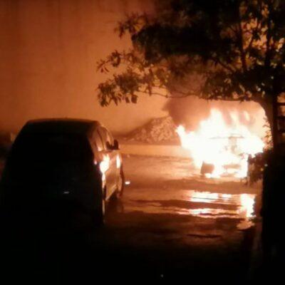 Le queman su moto por escandaloso en Villas del Sol de Playa del Carmen