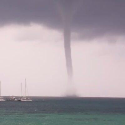 Surge enorme tromba en Cancún