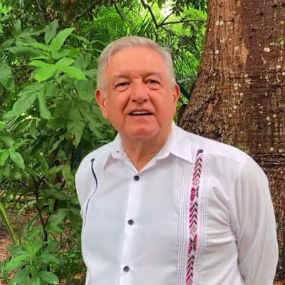 """""""QUE NO COMAN ANSIAS"""": Antes de reiniciar su viaje hacia Cancún, AMLO descalifica protestas de opositores, pero advierte que """"si la gente dice que renuncie el Presidente, nos vemos"""""""