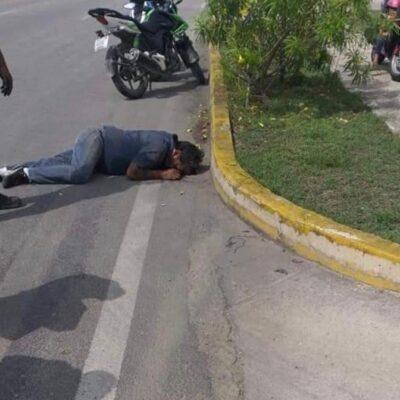 Motociclista resulta herido de gravedad al chocar contra automóvil en Playa del Carmen