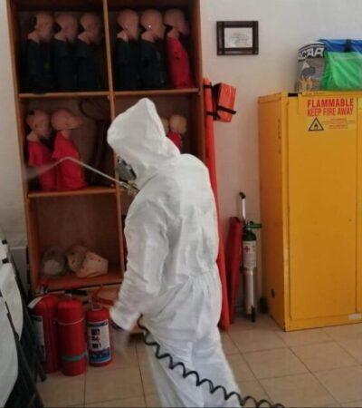 Sanitizan estaciones, oficinas, transporte y herramientas del cuerpo de bomberos en Cancún