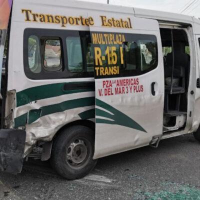Choque entre urvan de TTE y automóvil deja cinco heridos en Cancún
