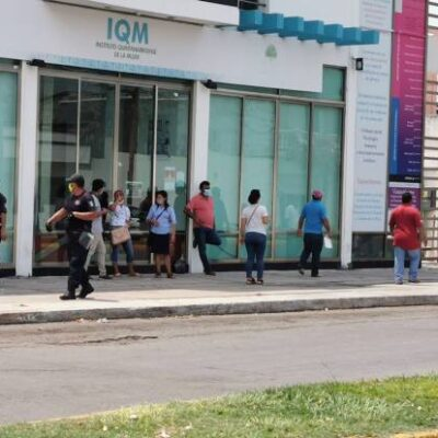Provoca gobierno federal con proceso de pagos largas filas en bancos en plena contingencia y con repunte de casos en Chetumal
