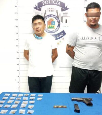Sujetos armados y con droga son detenidos en un taxi de Cancún