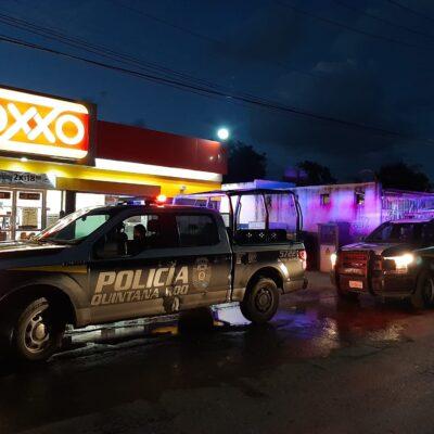Detienen a tres sujetos que asaltaron tienda de conveniencia en Cancún