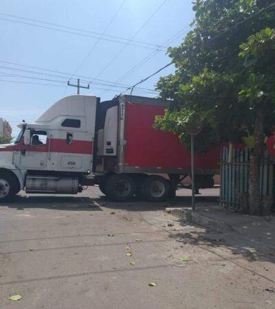 Trailer deja sin luz y telefonía fija colonia Proterritorio de Chetumal