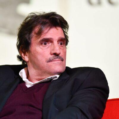 Gana Enrique Serna el Premio Xavier Villaurrutia por 'El vendedor de silencio'
