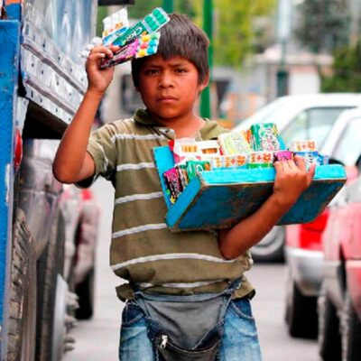 Más de 300 menores salen a vender a calles de Xalapa