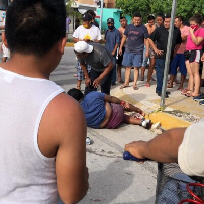 HASTA LO EBRIO SE LE QUITÓ: Taxista atropella a motociclista en estado inconveniente y va detenido en Playa del Carmen