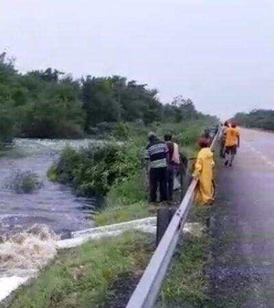 Aumentan escurrimientos de agua en Bacalar por lluvias registradas en las últimas horas