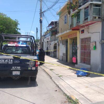 Hombre se mata al caer de azotea en Cancún