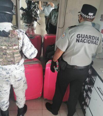 Detectan maletas con casi 25 kilos de droga en terminal de camiones de Cancún