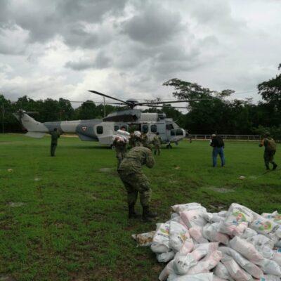 Traslada Ejército 450 despensas vía aérea para atender a damnificados de comunidades en Bacalar