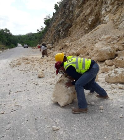 Continúan trabajos para despejar tramo carretero afectado por deslaves en el sur de QR