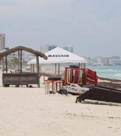 Se quejan turistas por cierre de playas en Cancún