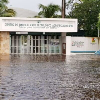 Temen que preparatoria de Chunhuhub quede bajo el agua, al no cesar las lluvias en el sur de QR