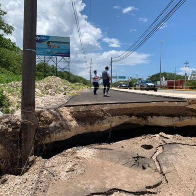 Consideran que tardarán cinco días en arreglar socavón en carretera Cancún-Tulum