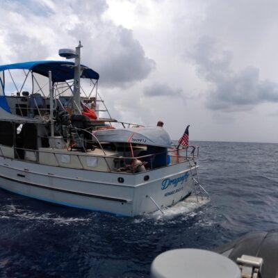 Rescata Marina a dos hondureñas y un estadounidense a la deriva cerca de Isla Mujeres