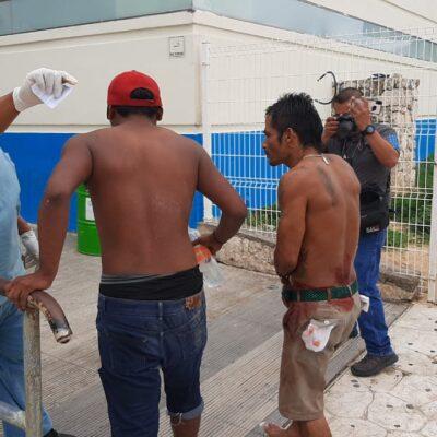 """Balean en colonia irregular de Cancún a dos sujetos que iban a comprar """"carnitas"""""""