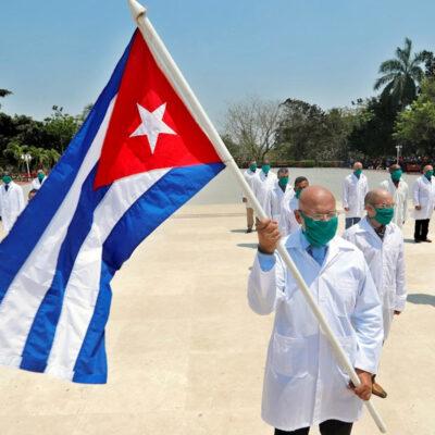 Médicos cubanos que atendieron COVID-19 dejan México, confirma Marcelo Ebrard