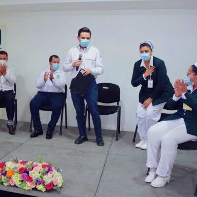 La 'Jefa Fabiana' regresa a sus labores en el IMSS tras superar el COVID-19
