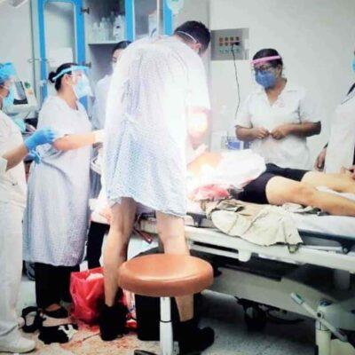 TABASCO: Médico deja cama donde recibía atención para salvar la vida a otro paciente