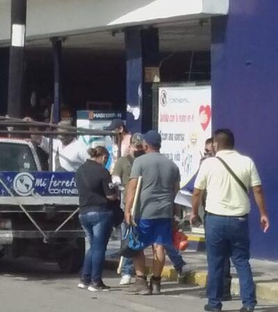 CANSADOS DE LOS ROBOS EN CHETUMAL: Ciudadanos golpean a un asaltante armado; un taxista cómplice también es detenido