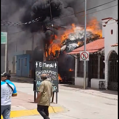 QUEMAZÓN EN BACALAR: Fuego consume un bar en el centro del 'pueblo mágico'
